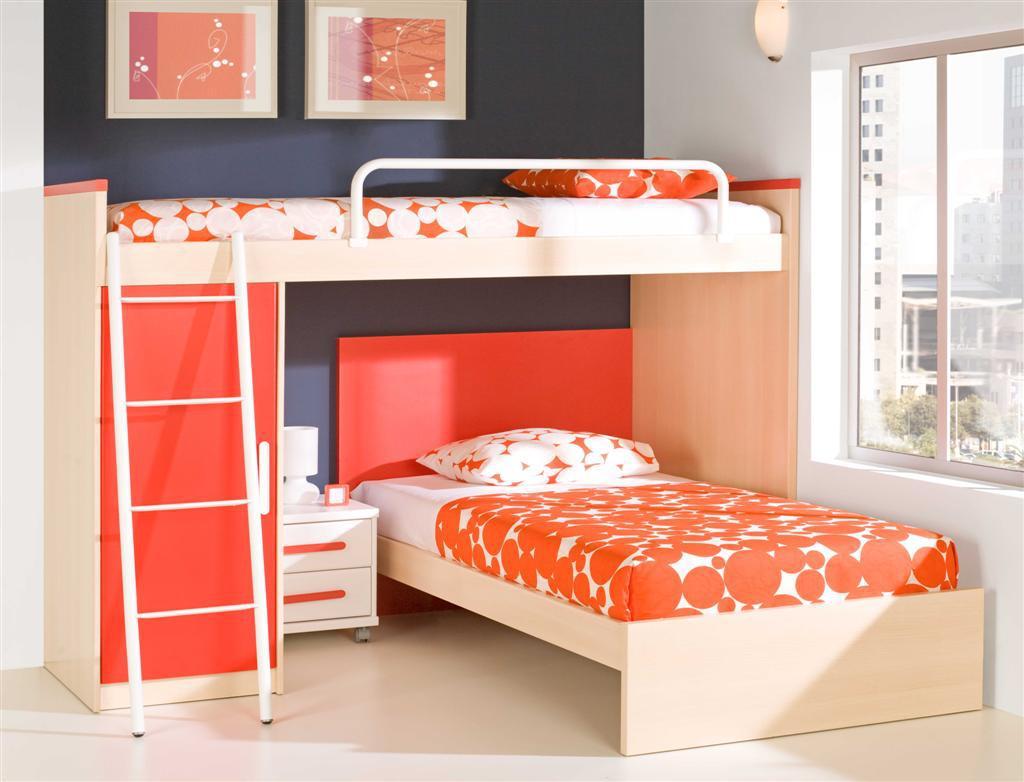Компактна детска стая с двуетажно легло от пдч