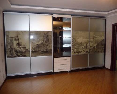 гардероби с принт стъкла с плавно затваряне