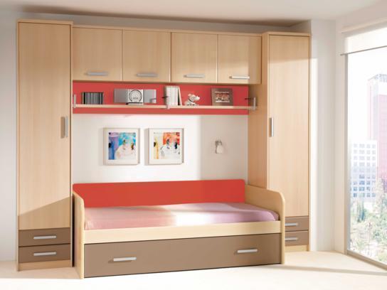 Детска стая - пастелни цветове и червено