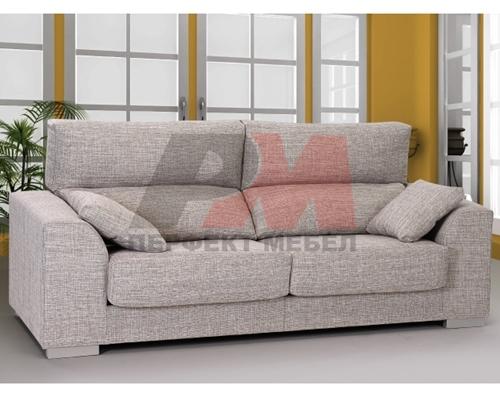 Стилно обзавеждане за голяма дневна с мека мебел