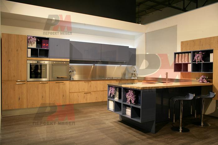 Стилна мини композиция от кухненски шкафове по поръчка