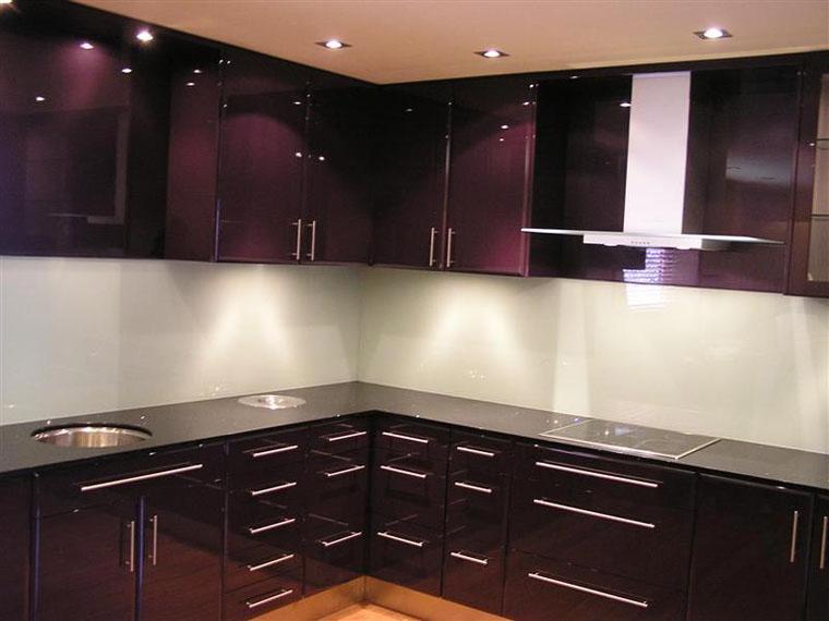 Кухня във виолетово