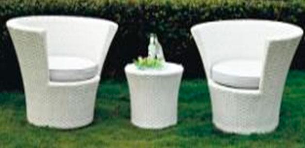 Градински мебели от ратан в бяло