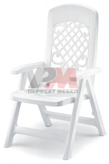 Пластмасов стол за външно ползване